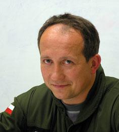 """Grzegorz Olszyna – z prawej) dopuścił się samoprzeniesienia do bratniej 7 elt, gdzie z pewnością jest mu dobrze, lecz nie tak dobrze jak w """"Machawcu"""". - Smoku_min"""